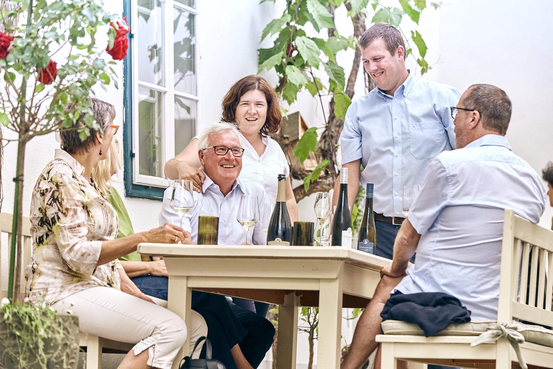 Familie-mit-Kunden_1